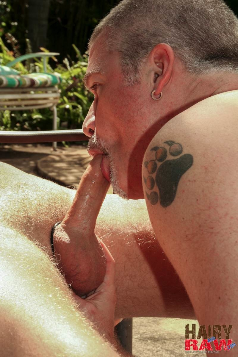 Hairy-and-Raw-Christian-Matthews-and-Alex-Powers-Hairy-Daddy-Bears-Barebacking-Outside-Amateur-Gay-Porn-03.jpg