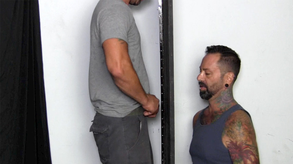 Straight Guy Puts Dick In Gay Gloryhole
