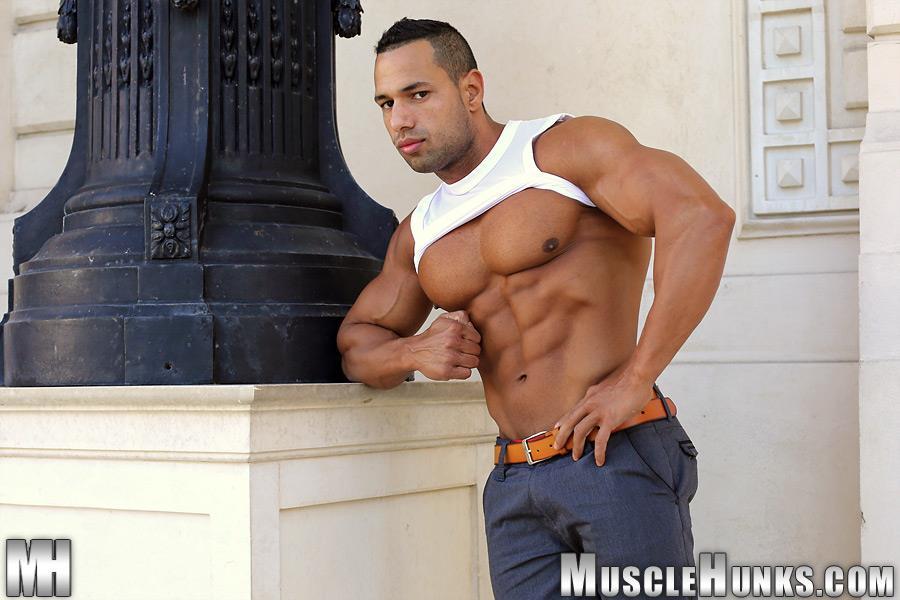 MuscleHunks-Cosmo-Babu-Naked-Bodybuilder-Stroking-A-Huge-Cock-Amateur-Gay-Porn-01.jpg