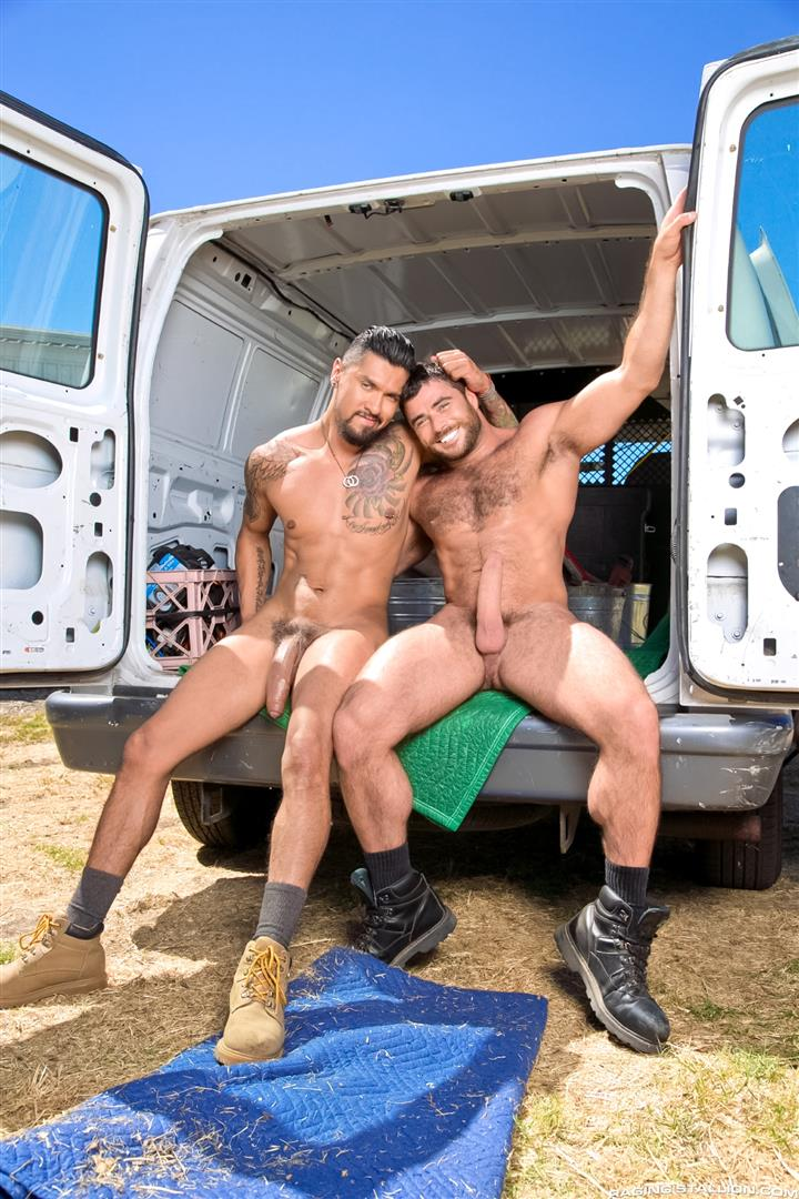Raging-Stallion-Boomer-Banks-Mike-Dozer-Huge-Uncut-Cock-Fucking-A-Hitchhiker-Amateur-Gay-Porn-01 Boomer Banks & Mike Dozer: Fucking A Hitchhiker With A Huge Uncut Cock