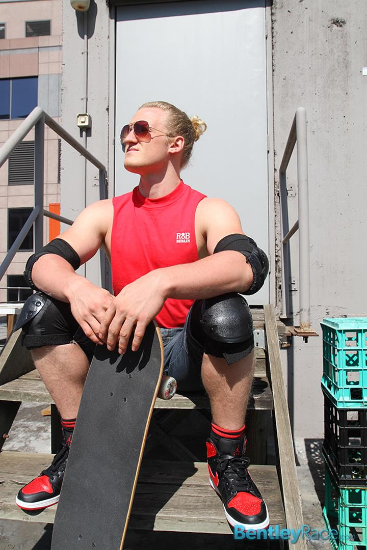 Bentley-Race-Shane-Phillips-Aussie-Skater-Showing-Off-His-Hairy-Uncut-Cock-Amateur-Gay-Porn-01.jpg
