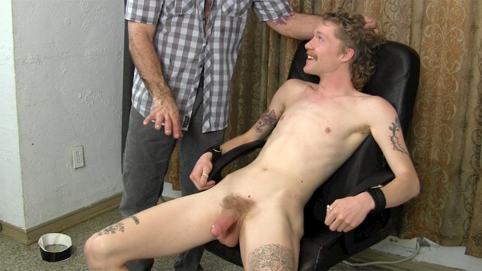 Straight-Fraternity-Franco-and-Ivan-Older-Guy-Sucking-A-Big-Uncut-Cock-Amateur-Gay-Porn-20 Hairy Muscle Daddy Sucks A Younger Redneck Guys Huge Uncut Cock