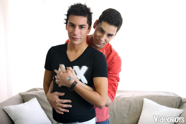 Videoboys-Benjamin-London-and-Joey-Lafontaine-Big-Cock-Twinks-Fucking-Amateur-Gay-Porn-01.jpg