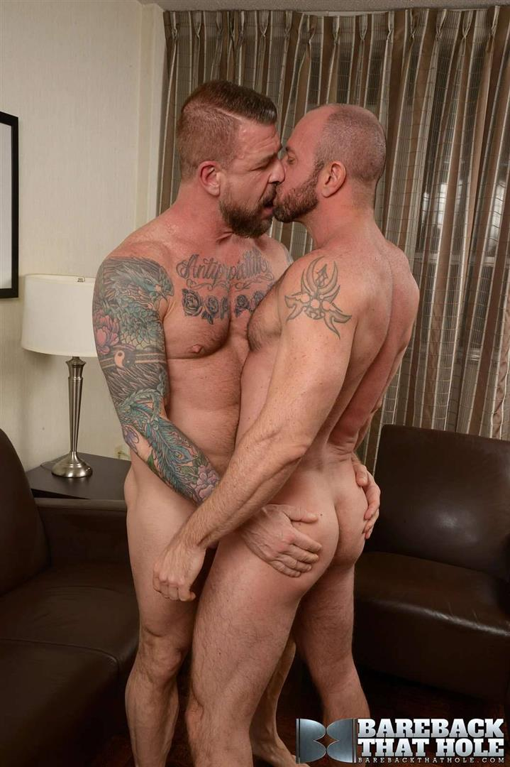 Bareback-That-Hole-Rocco-Steele-and-Matt-Stevens-Hairy-Muscle-Daddy-Bareback-Amateur-Gay-Porn-02.jpg