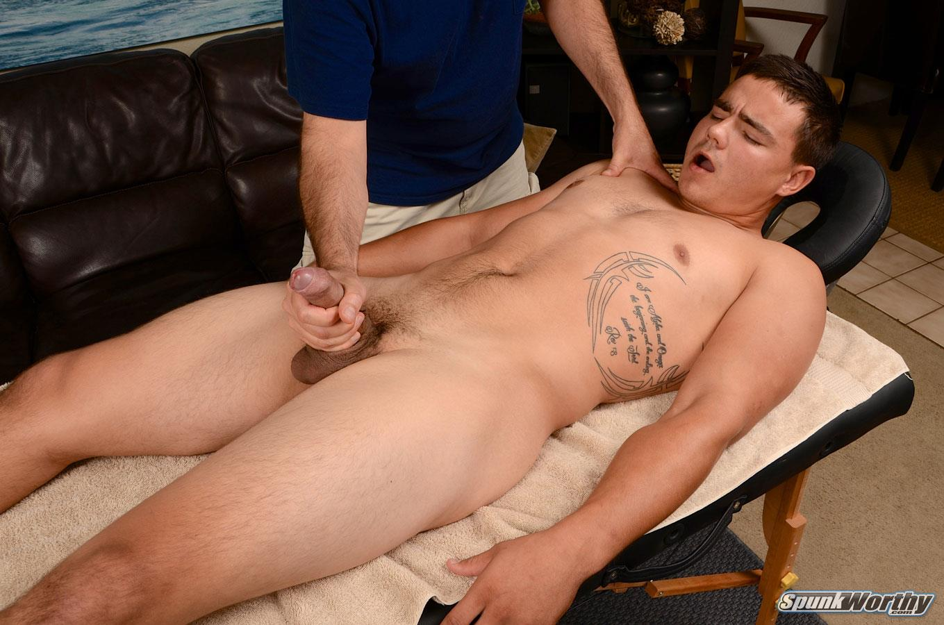 gay cumeating masseur